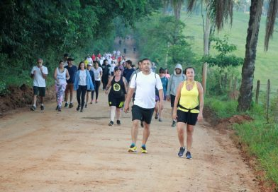 Caminhada do Salvador leva centenas de participantes ao Morro do Cristo