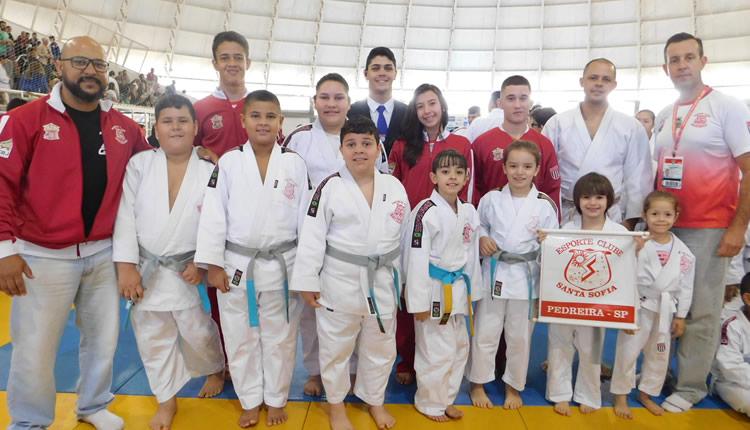 Equipe pedreirense conquista medalhas e troféu na Copa Amparo 2019