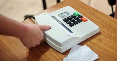 Eleitores possenses recebem atendimento biométrico itinerante