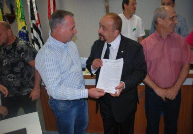 Bisneto de Coronel Amâncio Bueno é homenageado na Câmara Municipal